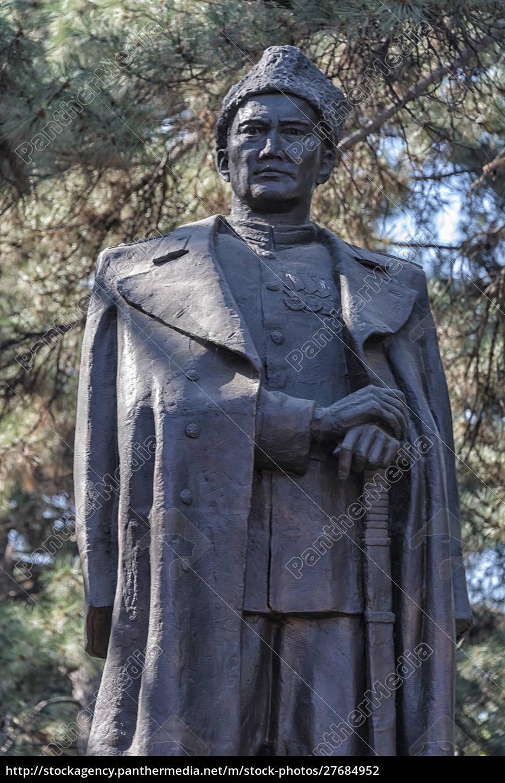 statue, of, a, kazakh, war, hero, - 27684952