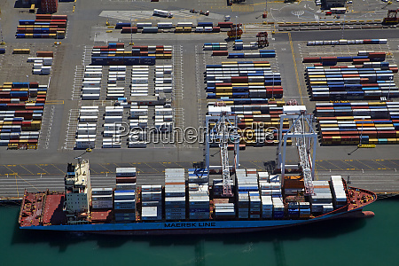 container ship at thorndon container terminal