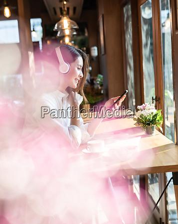 freelancer woking at cafe