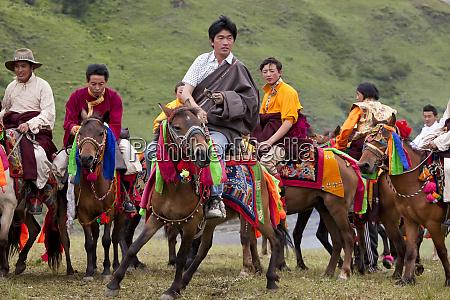 khadak horse race picking up katag