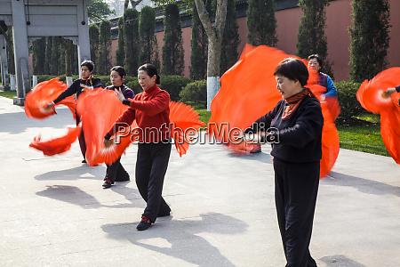 china hangzhou women preforming the morning