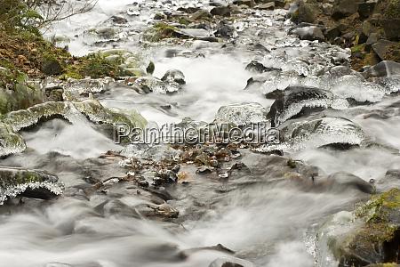 ice storm wahkenna falls columbia river