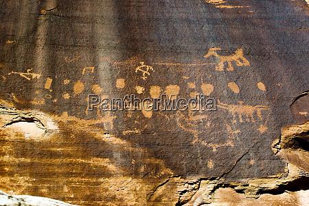usa utah canyonlands np petroglyphs at