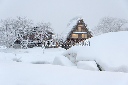 gassho zukuri houses in snow storm