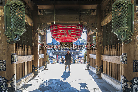 entrance gate to the narita temple