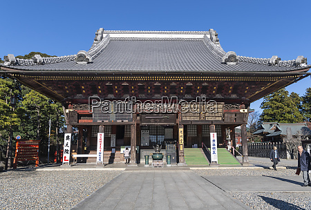 narita temple where people pray and