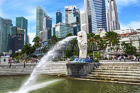 singapore the merlion landmark statue of