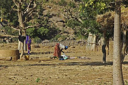 mali kani komole woman washing clothes