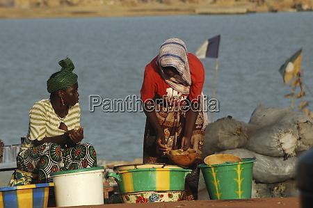 mali mopti women selling local products