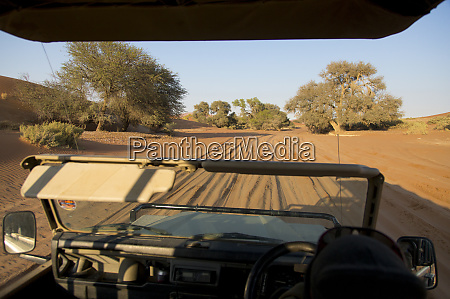 driving in to sossusvlei by 4x4