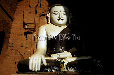 myanmar bagan statue of a sitting
