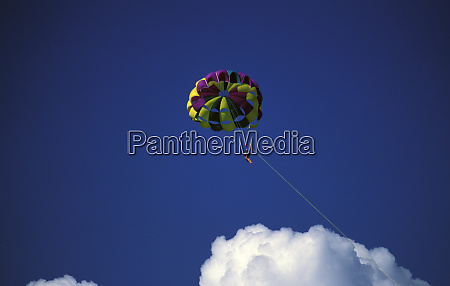 caribbean bahamas grand bahama island parasailing