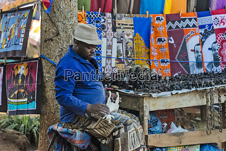 craftsman with carved wooden horses mantenga