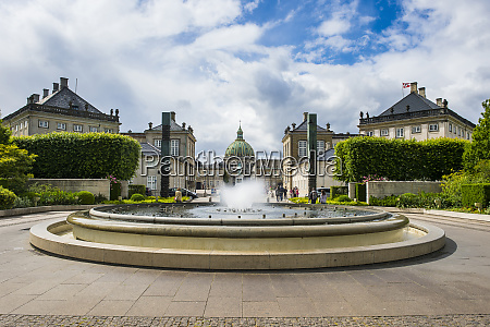 the fountain in amaliehaven before amalienborg