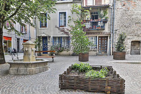 france cahors town square
