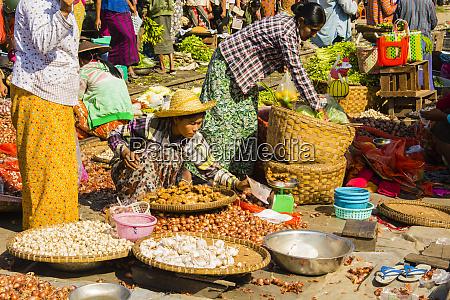 myanmar mandalay woman selling onions garlic