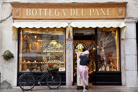 bakery selling bread cakes pizza etc