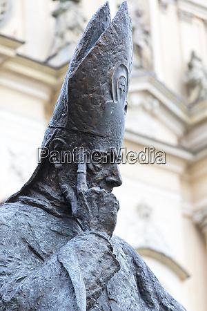 statue od stefan wyszynski primate of