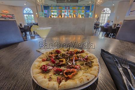 pizza pie at twigs in spokane