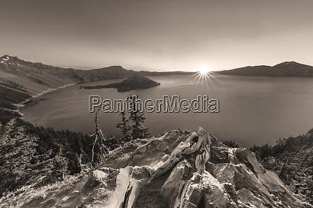 sunrise light at crater lake national