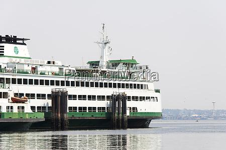 eagle harbor ferry arrives bainbridge from
