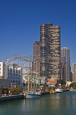 a view of chicagos navy pier