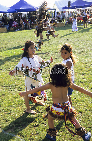 aztec children dressed in traditional regalia