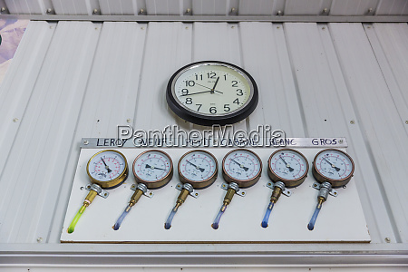 gauges measure the pressure in the