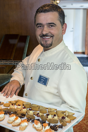 staff serving appetizers onboard douro river