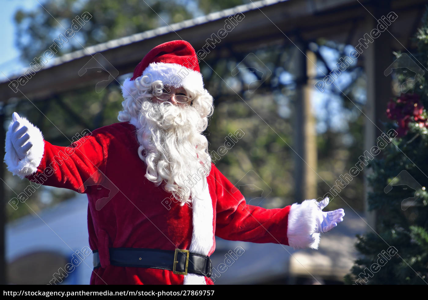 santa, claus, welcomes, with, open, arms - 27869757