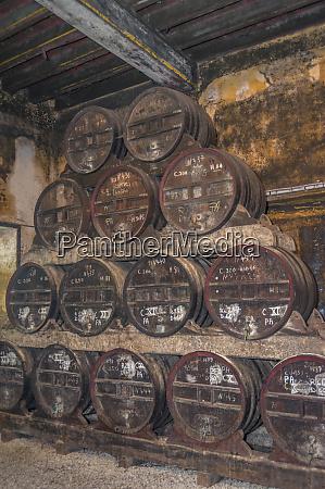aging apple cider calvados distillery chateau