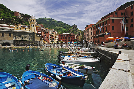 italy vernazza boats in seaside towns