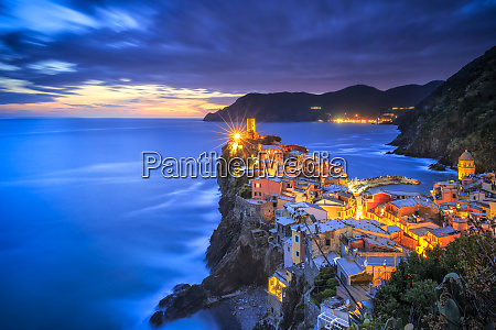 italy vernazza overview of coastal town