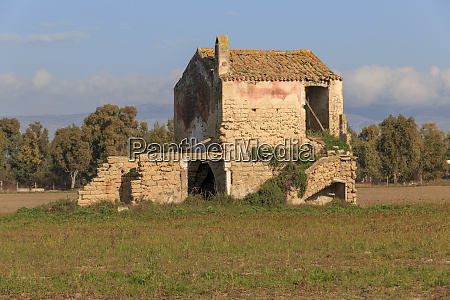italy central southeastern italy ruins of