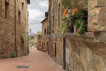 italy monteriggioni narrow town streets
