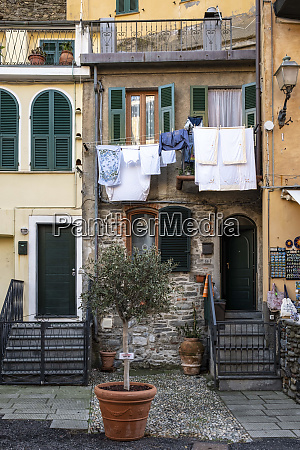 italy cinque terre vernazza hanging laundry