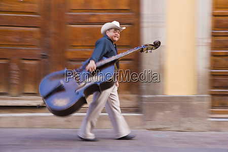 double bass player in street guanajuato