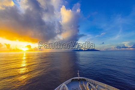 sunrise moorea french polynesia