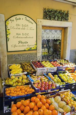 fruit stand in riomaggiore cinque terre
