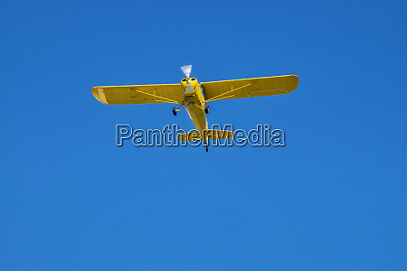 usa single engine airplane flying