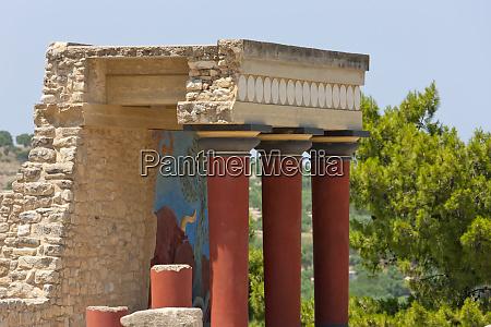 the minoan palace at knossos crete