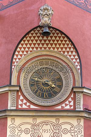 clock on the simonettich tenement house