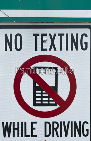 no texting while driving sign dangerous