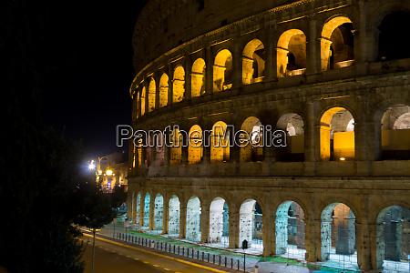 colosseum night view rome landmark italy