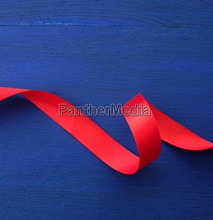 red silk thin ribbon twisted on