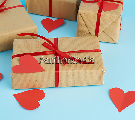 wrapped gifts in brown kraft paper
