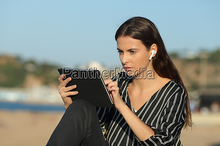 serious woman e learning with a