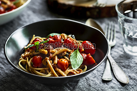 spaghetti with mushroom and cherry tomato