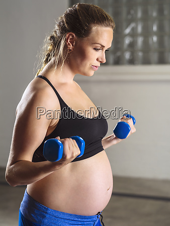 pregnant woman doing bicep curls