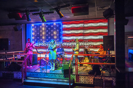6th street band playing in bar